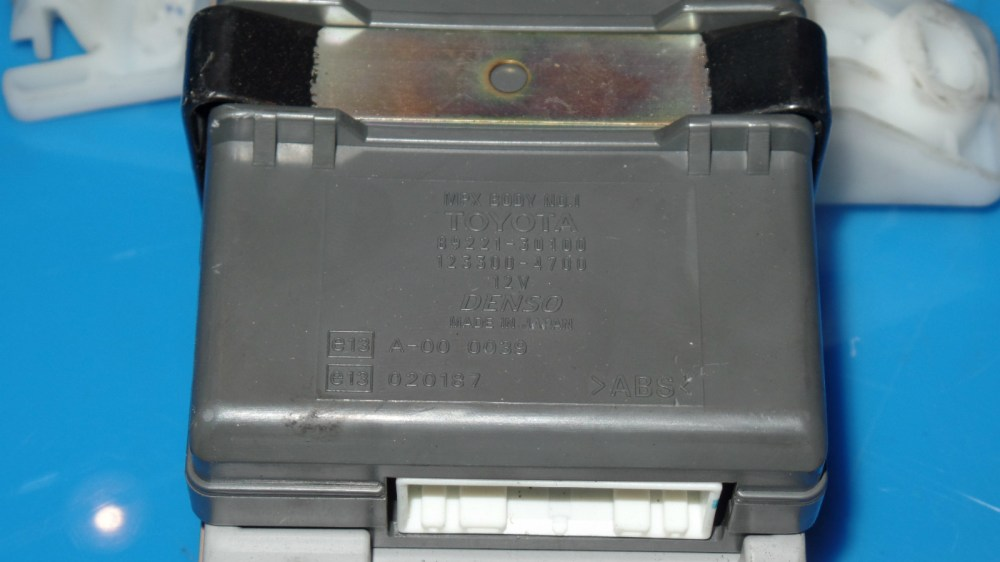 medium resolution of 98 05 lexus gs300 oem in dash fuse box w fuses etc mpx body no 2this