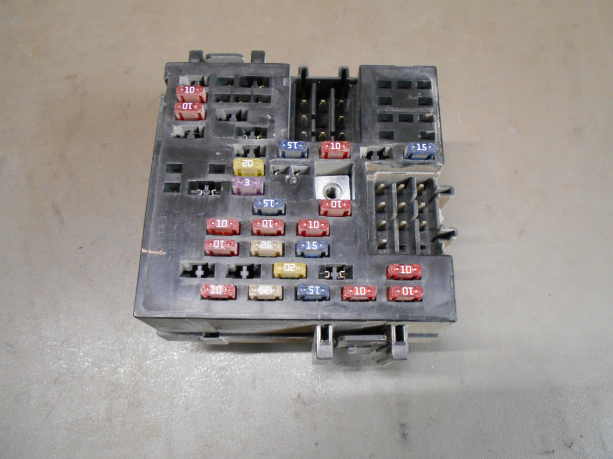hight resolution of details about 01 gmc sierra chevy chevrolet silverado 1500 under dash fusebox fuse relay box