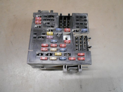 small resolution of details about 01 gmc sierra chevy chevrolet silverado 1500 under dash fusebox fuse relay box
