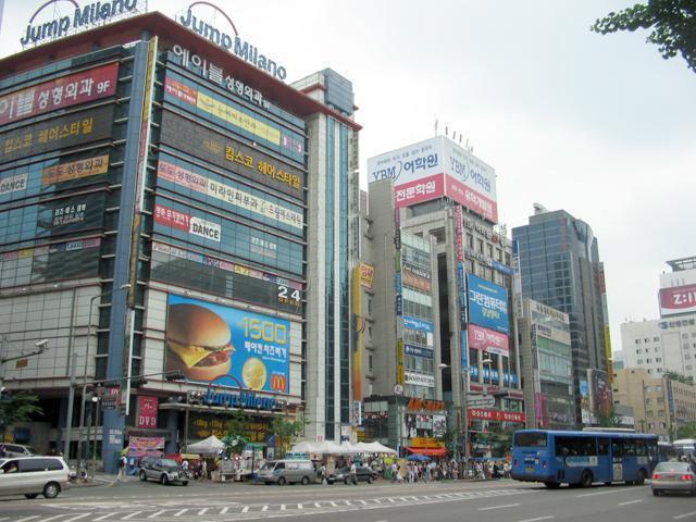 江南駅地下ショッピングセンター(舊 江南駅地下道商街)   ショッピング・買物-ソウルナビ