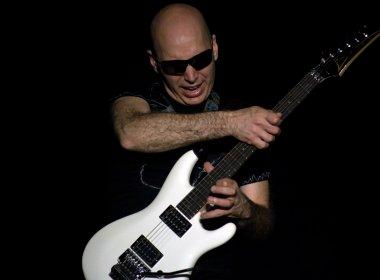 Joe Satriani se apresenta em três cidades brasileiras com turnê comemorativa