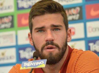 Alisson causa boa impressão no primeiro treino da Roma e técnico elogia: 'Gostei dele'