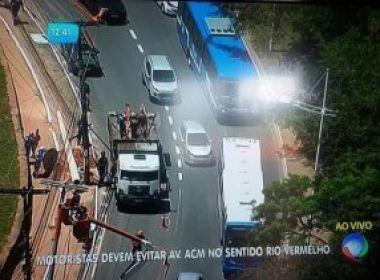 Sucom autua Coelba por executar serviço de implantação de postes sem autorização
