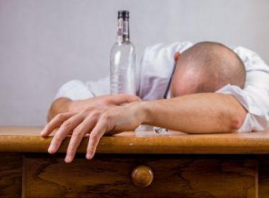 Pesquisa descobre por que as pessoas não conseguem tomar apenas uma bebida