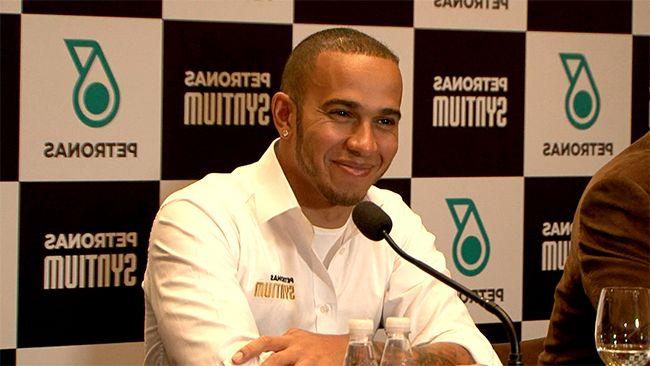 O piloto de Fórmula 1 Lewis Hamilton se divertiu com o CQC