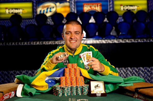 André Akkari é um dos melhores jogadores de poker do Brasil /