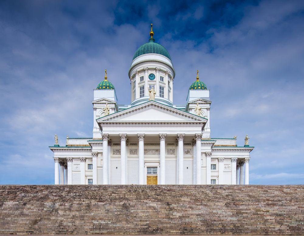 A catedral de Helsinki fica no centro da cidade e é um tributo a Nicholas I /