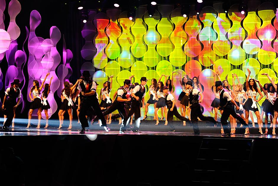 No número de abertura, candidatas dançaram ao som de 'Bang Bang'