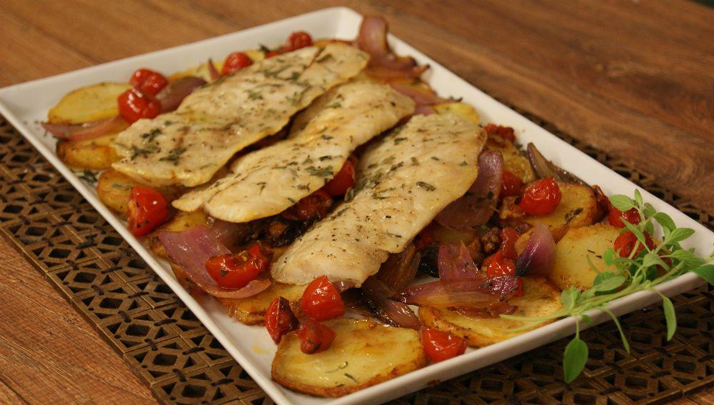 A receita do dia é o Peixe Assado com Legumes / Divulgação
