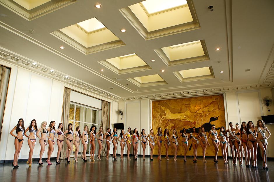 Nesta segunda-feira, dia 4, as candidatas ao título de Miss São Paulo desfilaram de biquíni para o júri técnico