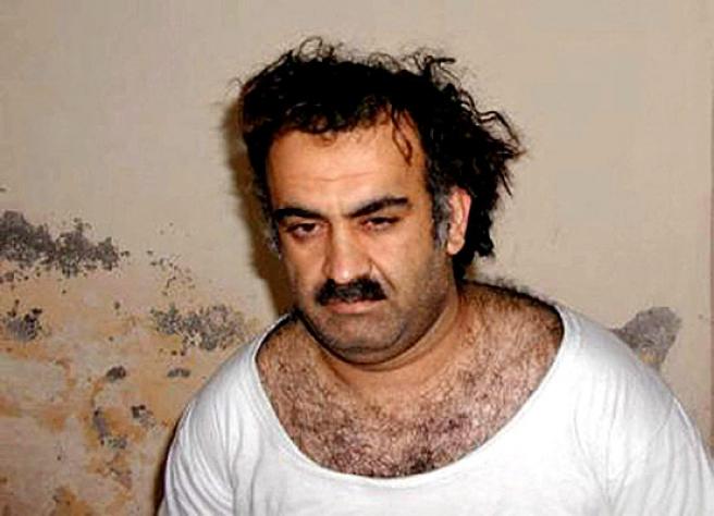 """<strong>""""Yo fui responsable del 11-S"""".</strong> Jalid Sheij Mohamed, miembro de Al Qaeda, en una foto de 2003, poco después de ser capturado en Rawalpindi, Pakistán. <a href=""""http://www.20minutos.es/noticia/212321/0/cerebro/11-s/confiesa/"""" target=""""_blank"""">El supuesto cerebro del los ataques terroristas del 11 de septiembre del 2001 ha confesado su responsabilidad """"de punta a cabo"""" en el 11-S.</a>"""