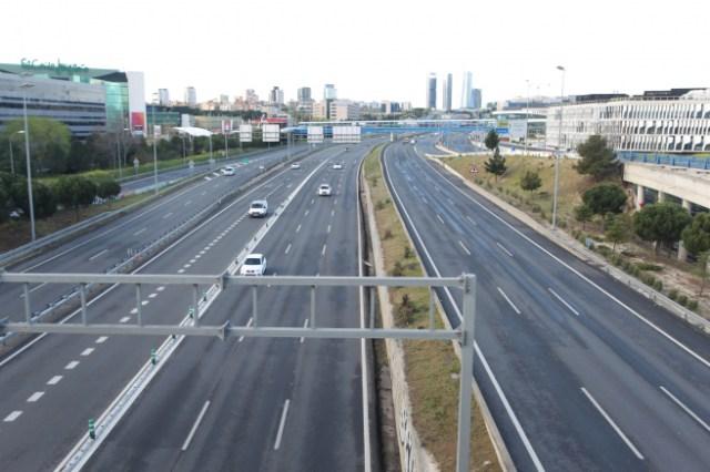 Carreteras de Madrid prácticamente vacías tras el estado de emergencia.