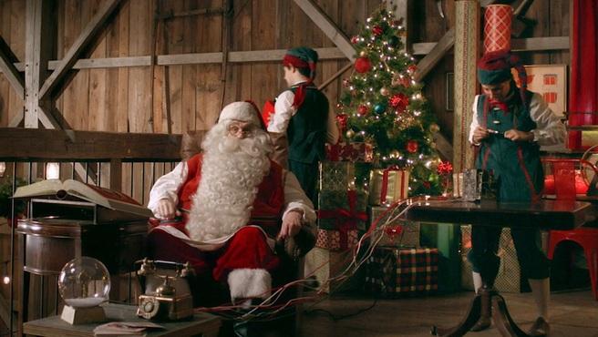 Con Polo Norte Portátil, Papa Noel llamará mientras el niño ve su mensaje por otro dispositivo.