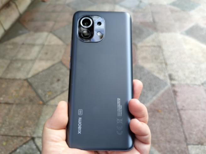 La trasera del Xiaomi Mi 11 en color Gris Medianoche