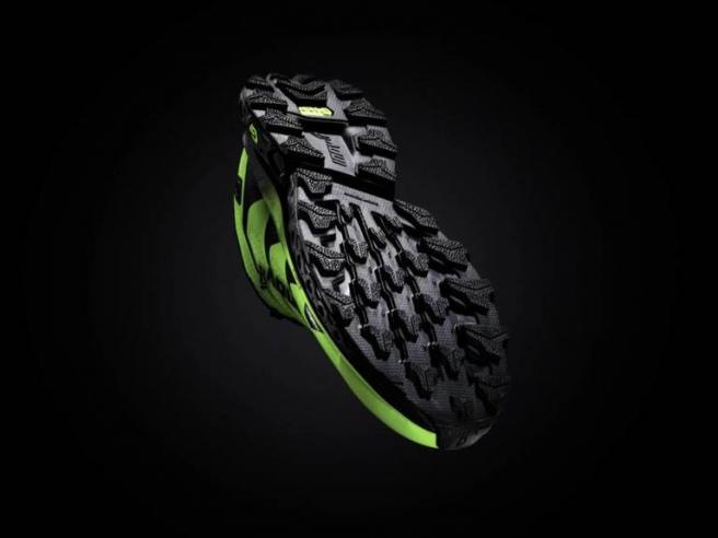 Las zapatillas tienen una suela de espuma mejorada con grafeno, un nanomaterial mucho más duro y resistente que la goma EVA.