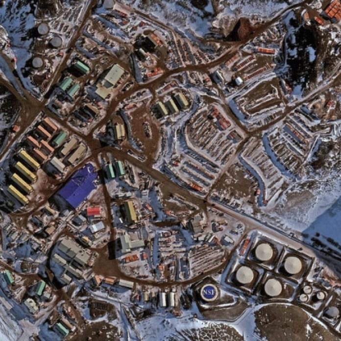 Así sería la estación McMurdo de la Antártida.