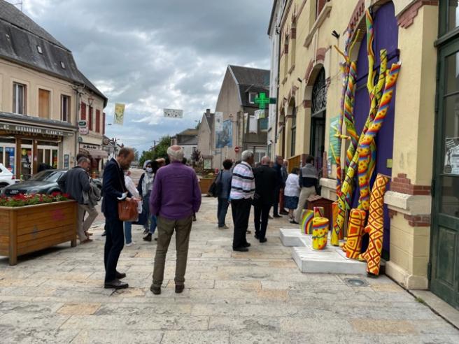 El pueblo francés se muestra con una economía activa.