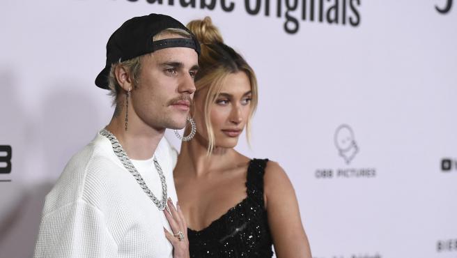 Justin Bieber y Hailey Baldwin posan en un evento en Los Ángeles (California, EE UU).