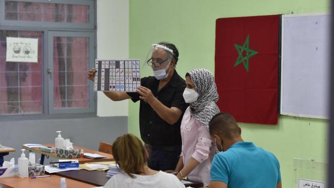 Un colegio electoral en Sale, Marruecos, durante las elecciones legislativas celebradas en el país.