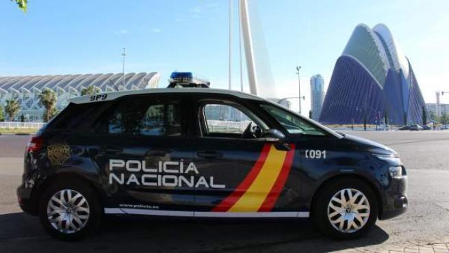 Un Policía Nacional fuera de servicio auxilia a una bebé que se ...
