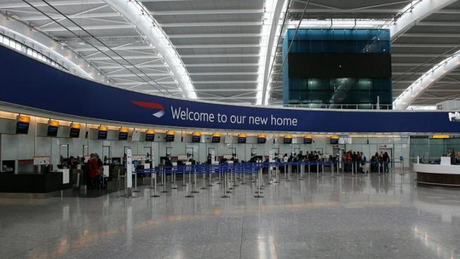 El aeródromo londinense ocupa la séptima plaza debido a que en el 2018 tuvo un tráfico de pasajeros que alcanzó los 80,1 millones de personas.