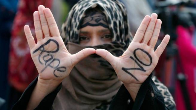 Imagen de una mujer durante una protesta.
