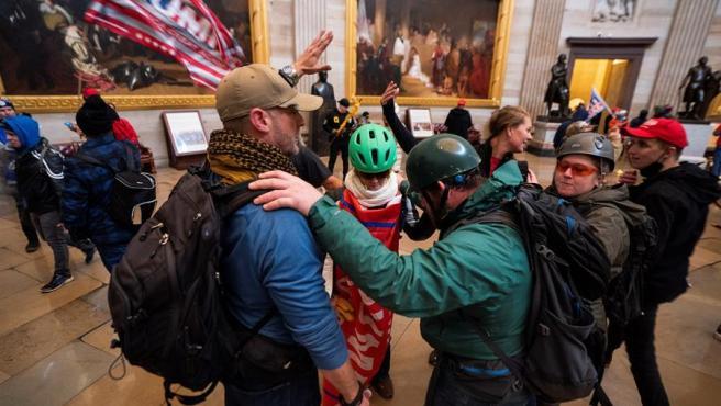 Seguidores de Donald Trump irrumpen en el Capitolio.