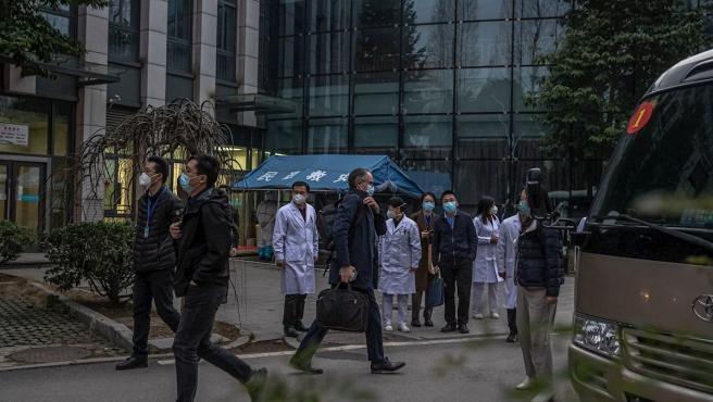Peter Ben Embarek, el líder del equipo de la OMS en Wuhan, tras visitar a miembros del Hospital Provincial de Hubei en Wuhan, China.