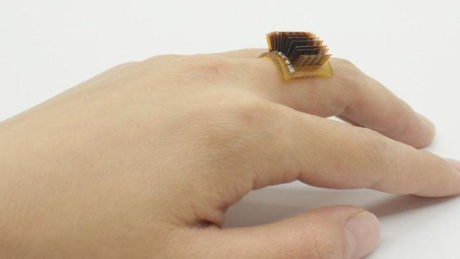 El dispositivo puede generar alrededor de un voltio de energía por cada centímetro cuadrado de piel.