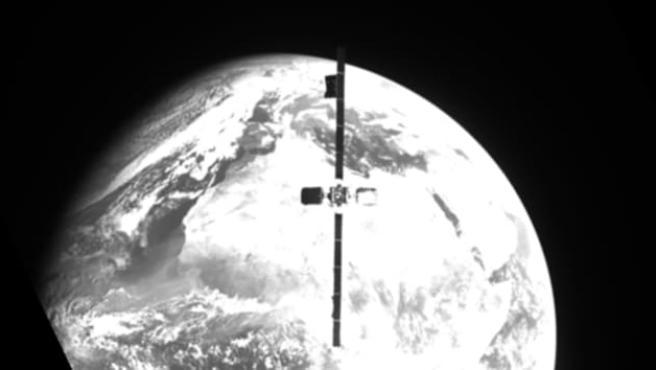 Esto es lo que se ve desde la nave MEV-2 de mientras se acercaba al satélite Intelsat IS-10-02.