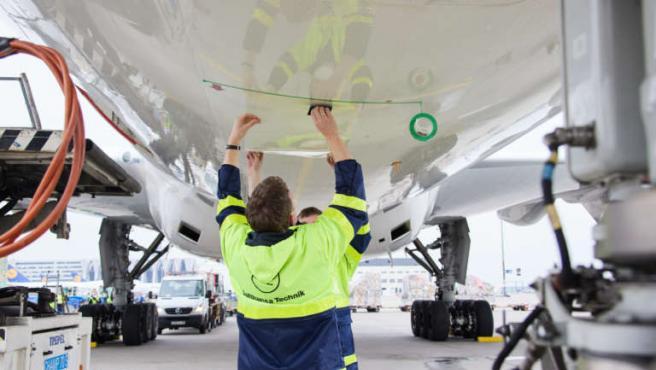 Lufthansa Technik y Basf han creado un diseño de biomimética que imita la piel del tiburón.