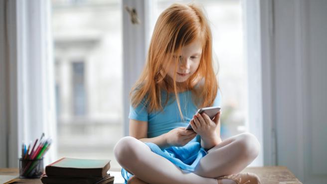 Los menores hoy en día tienen smartphones cada vez más temprano.