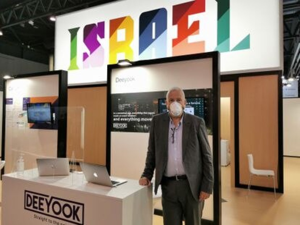 Guideon Rottem, CEO of DeeYook at the Mobile World Congress.