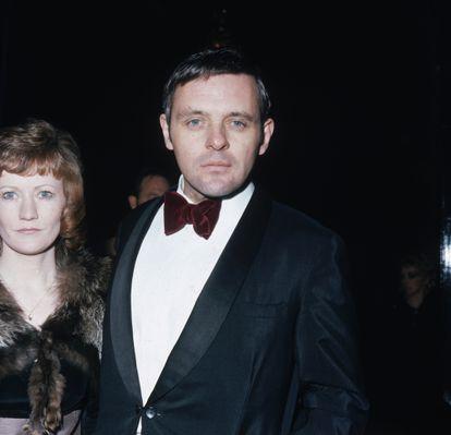 El actor Anthony Hopkins acude a los premios SF&TV (posteriormente llamados BAFTA) en el  Royal Albert Hall in London. Era el año 1973.