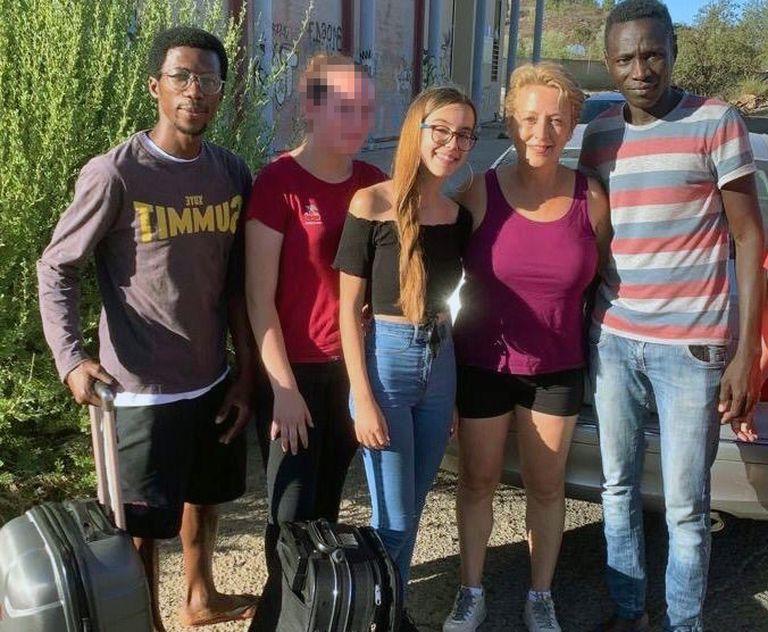 Abdou, Susana, Lucía Jiménez, Rosa Herrera y Niska el miércoles 5, antes de que los migrantes fueran trasladados fuera de Tunte.
