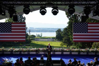 Biden habla con la prensa tras la cumbre con Putin, este miércoles en Ginebra.