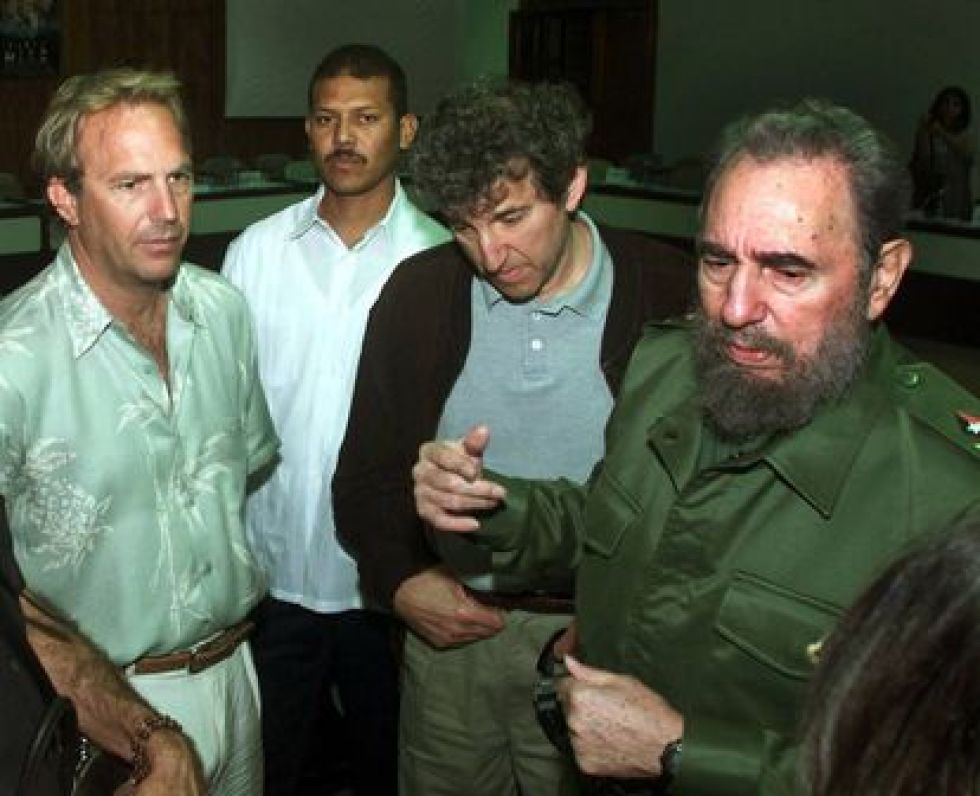 Kevin Costner and Fidel Castro, during the actor's stay at the Nacional in 2001.