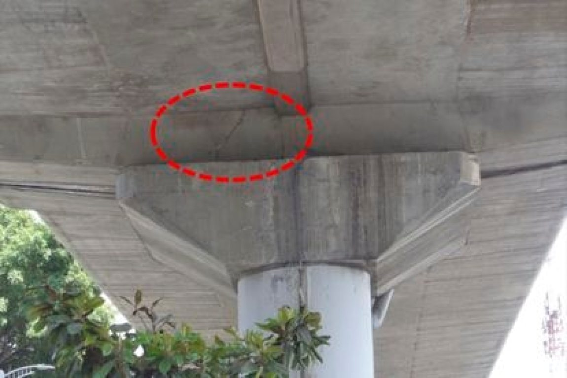 Fissure found during the inspection of the College of Civil Engineers of Mexico (CICM) of the elevated section of Line 12.