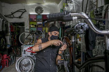 Alberto Ototo Pérez García, in his bicycle workshop in Mexico City.