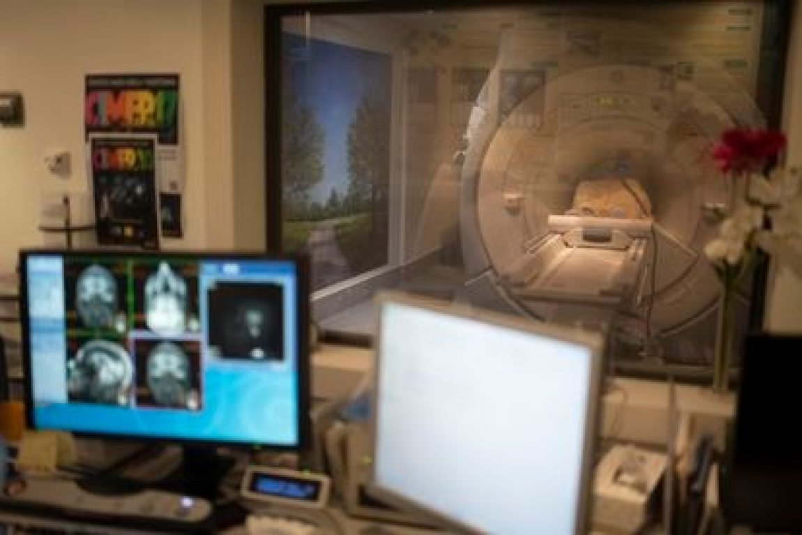 Neuroimaging test of a woman with Alzheimer's, at the CIEN Foundation.