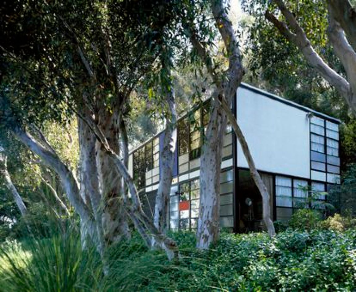 The Californian Case Study Houses, like the Eames House in the photo, were born with the idea of mass-producing models that would be assembled quickly.