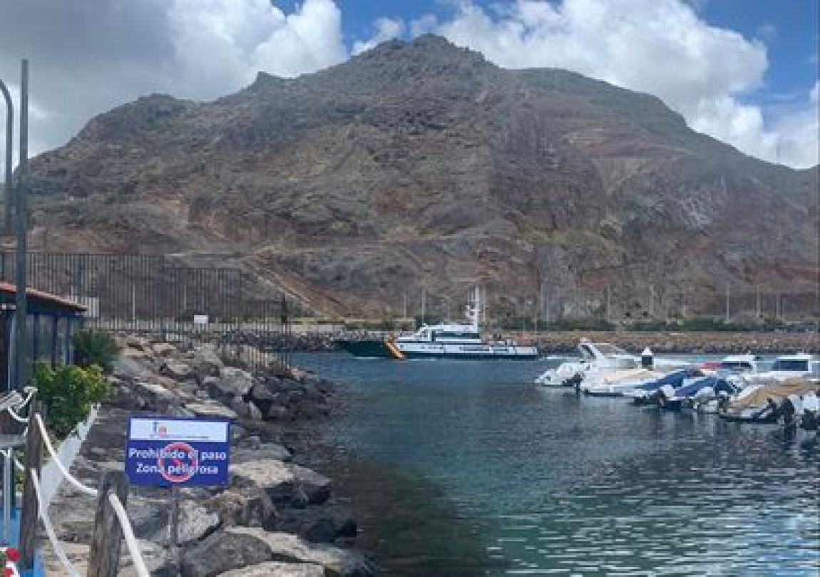 The patrol boat Río Duero of the Civil Guard passes in front of jetty 'A' of the Tenerife Marina, the area where Tomás Gimeno was docking his boat.