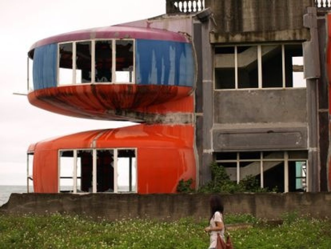 For almost thirty years, the Taiwanese 'resort' remained abandoned until, in 2008, the authorities decided to tear down the entire complex.