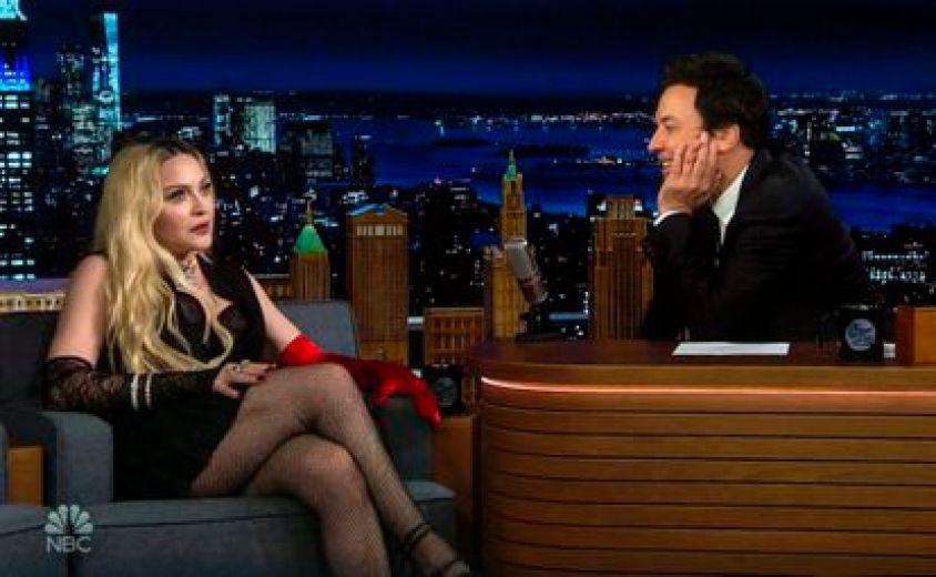 Madonna durante su carla con Jimmy Fallon en el programa 'Tonight Show' de NBC.
