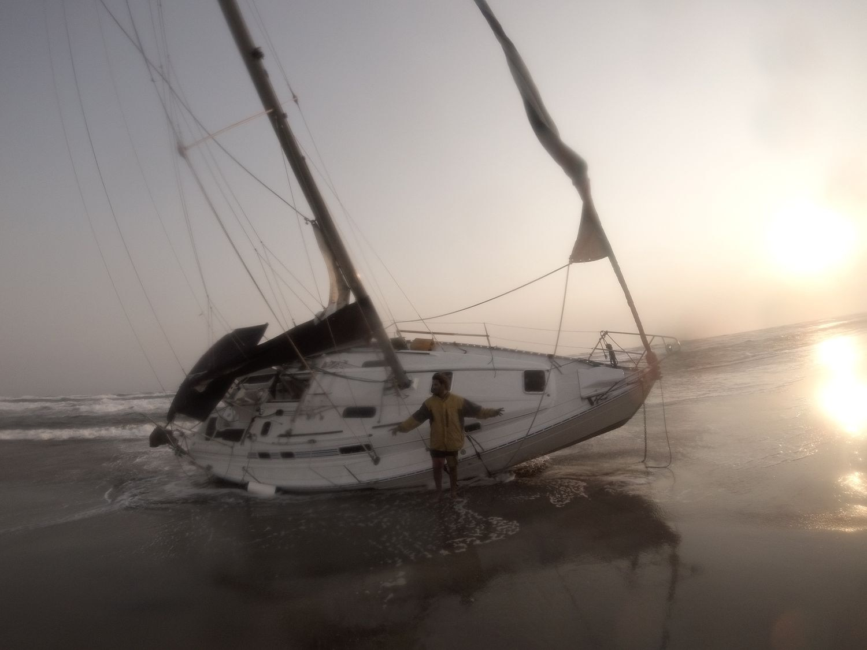 CORONAVIRUS Historia del naufragio, de 2 argentinos cuya embarcación encalló  cerca de Barranquilla, Colombia