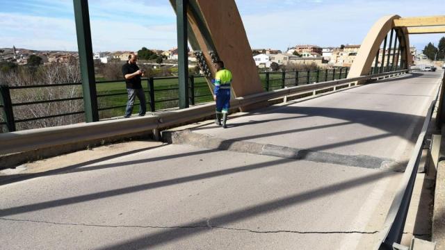 Cortan el puente de Sástago sobre el río Ebro al hundirse una losa 30  centímetros
