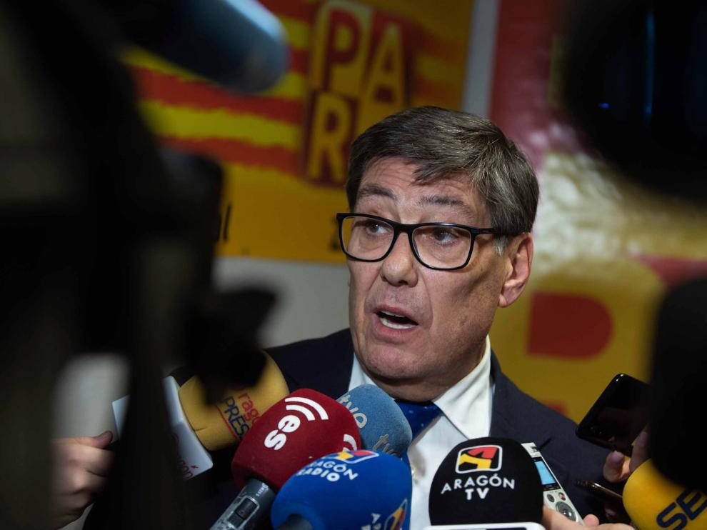 Comparecencia del presidente del PAR, Arturo Aliaga, en un receso de la ejecutiva de su partido, celebrada esta tarde.