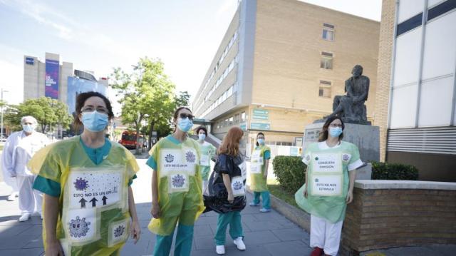 Minuto de silencio en el Hospital Miguel Servet