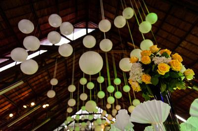 Engalana tu boda con globos chinos  Directorio de Bodas