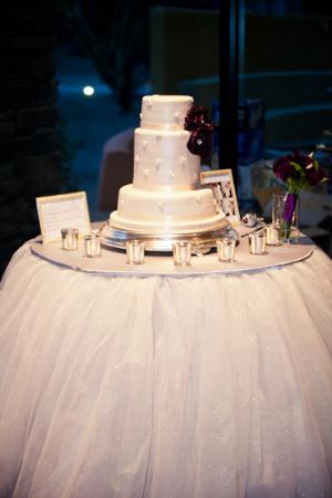 Decora con luces la mesa de la torta bodas  Directorio de Bodas LaCelebracioncom